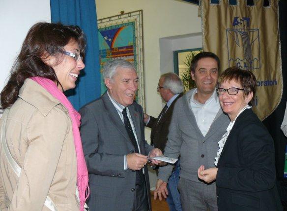 a destra Danilo Corpetti, Delegato Regionale della Federazione   Filatelica Italiana e Franca Severi
