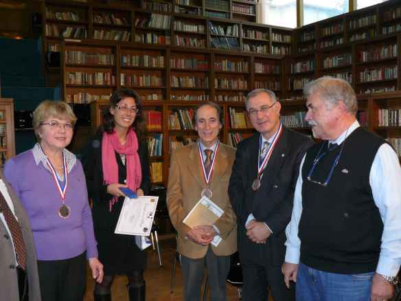 I nostri amici insieme a Rodolfo Borzacchini, Presidente del Circolo filatelico
