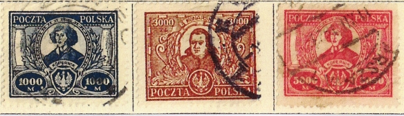Serie dei primi tre francobolli emessi al mondo su Copernico ( Polonia 1923 ).